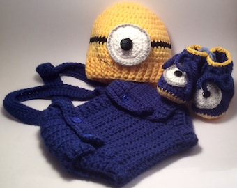 Crochet Baby diaper cover, hat and matching booties.