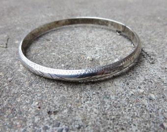 Vintage Sterling lightweight etched hinged bangle bracelet