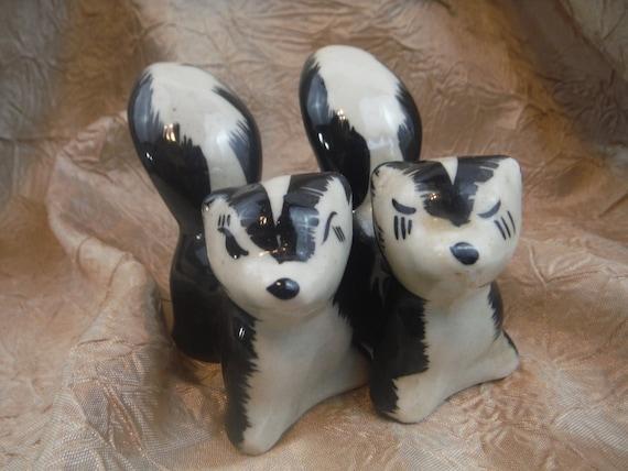 1950 39 S Shawnee Novelty Ceramic Skunk Salt And Pepper