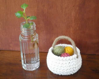 Small Round Basket with a Handle, Mini Crochet Basket, Natural Colors, Cotton and Jute, Miniature Country Home Decor, Doll Basket