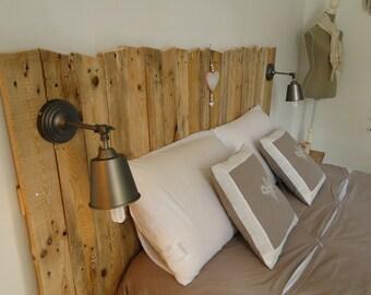 Tête de lit en bois avec luminaires