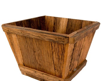 Planter / container of reclaimed wood