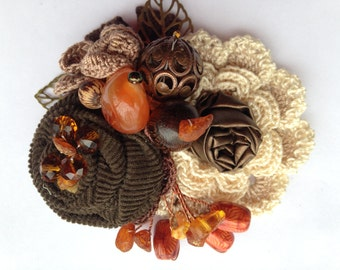 Brooch AMBER DREAMS.