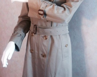 Get a DISCOUNT of 25% /// Womenswear BURBERRY Trench coat PRORSUM Collection from the 70ies