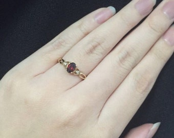 9K Garnet and Diamond ring