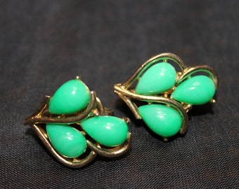 Vintage Crown Trifari Clip-on Gold-tone and Green Thermoset Earrings Christmas Holidays Everyday Wear