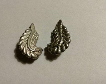 Beautiful silver vintage leaf clip on earrings