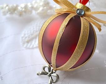 Glass Ball Onrmanet, Christmas Ornament, Ball Ornament, Xmas Ornament, Holiday Ornament, Chic Ornament, Modern Ornament, Red Gold Ornament