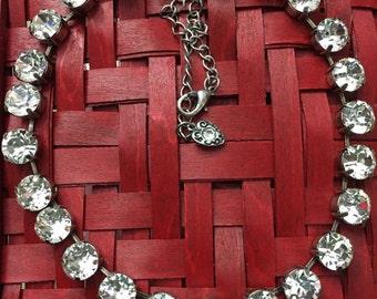 Searovski crystal necklace 24 stones