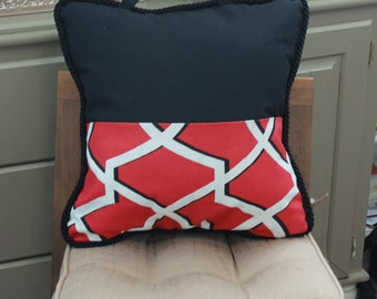 Red geometrical pocket pillow