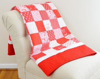 Red and White Checkered Lap Picnic Quilt