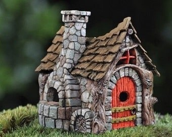 Micro terrarium gnome house