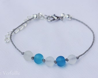 Bracelet adjustable wire waxed polyester, silver, metal blue and white frosted glass beads