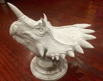 1/10 Regaliceratops Bust Resin Kit. For Jurassic Park & Dinosaur Fans!