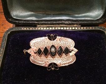 Victorian Brooch w/Onyx & Pearl