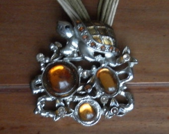 Tortoise necklace vintage metal colour silver and orange