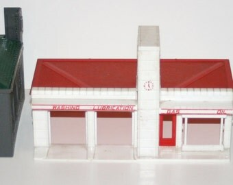 Vintage 1950-60's PLASTICVILLE Lot of 3 'O' and 'S' Gauge Buildings for Train Layouts