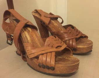 Italian wooden platform heel with buckle