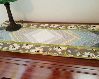 Quilted Table Runner, Table Topper, Table Mat, Green and Grey Table Runner, Table Decoration, Quilted Table Linen