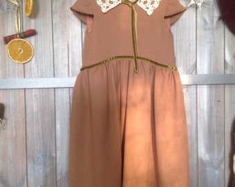 A beautiful vintage looking dress for a 5 year old girl