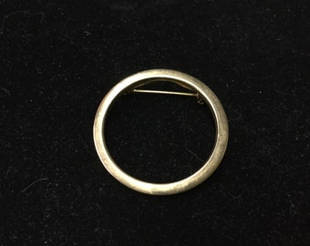 Vintage Circle Brooch, Gold Tone