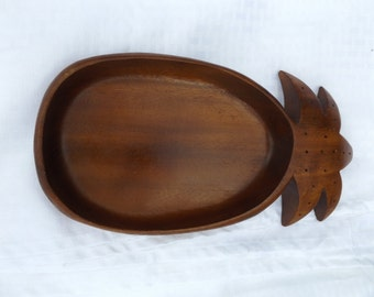 Unique Vintage Hawaiian Monkeypod Pineapple-Shaped Pupu Tray Made by Ka Lae, Ltd.