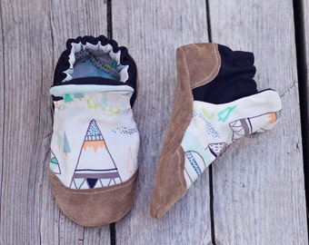 Little Adventurer Print Baby Shoe, Soft Sole Baby Shoe, Baby Booties, Non Slip, Handmade, Genuine Suede, Tee Pee print,  Baby Moccasins