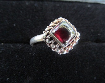 Vintage silver tone faux garnet cabochon ring costume jewelry special.