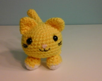 Crochet roly poly cat, yellow/white