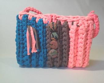 Crochet strap handbag