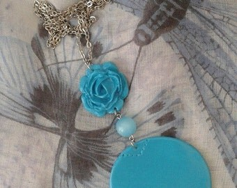 Lightblue pendant with chain