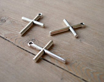 5 Cross charms in antique silver tone C2
