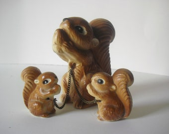Vintage Ceramic Squirrels 3 Squirrels Mother and 2 Babies on Chain Eating Nuts 1950s