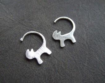 Cute little kitten earrings, silver plated cat earrings, small cat earrings silver, kawaii cat earrings, cat outline matt finish, brushed