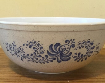 Vintage Pyrex 4 quart mixing bowl Brown speckled with blue design
