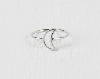 Cutout crescent moon ring - silver