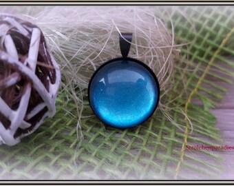Black cabochon pendants 'Blue glitter'