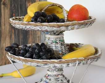 Fruit stand from newsprint, Etagere