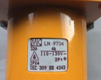 Mk 32 amp 110v plug, wall mounting 4h 3p+e ipx4 32a bs4343 ln9734