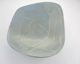 Matisse inspiration for this glazed earthenware dish / french / hand made / Plat terre cuite émaillé, signé, inspiré de Matisse 1970 / femme