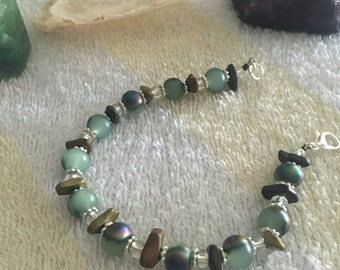 Green bracelete with clear glass beads