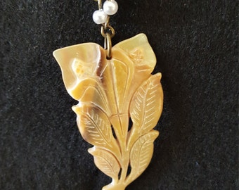 Small Shell Flower Necklace