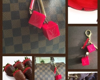 Bag charm red cubes