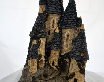 Scarce David Winter Fairytale Castle circa 1982