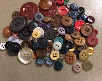 Mixed lot of 100 buttons