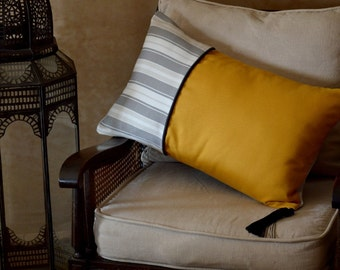 Cushion cover with central piping and pompom Moroccan