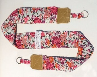 Strap camera in pink flowers and leather fabric