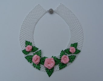 Beaded necklace. White. Rose. Flowers