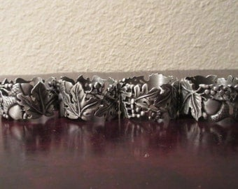 Lovely Vintage Longaberger brand Pewter Oak Leaf / Acorn Napkin Rings. These are wonderful for Autumn, a must have for Thanksgiving dinner!