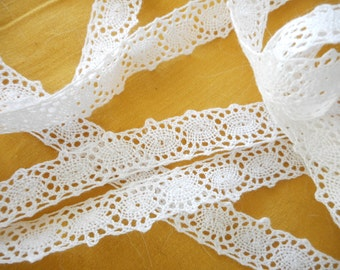 400cm of beautiful white vintage lace 1950